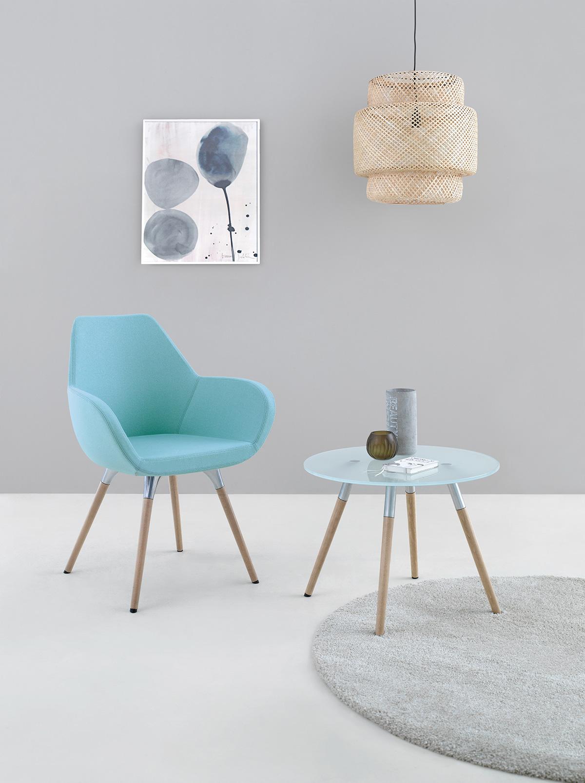 Designerskie krzesło i stolik