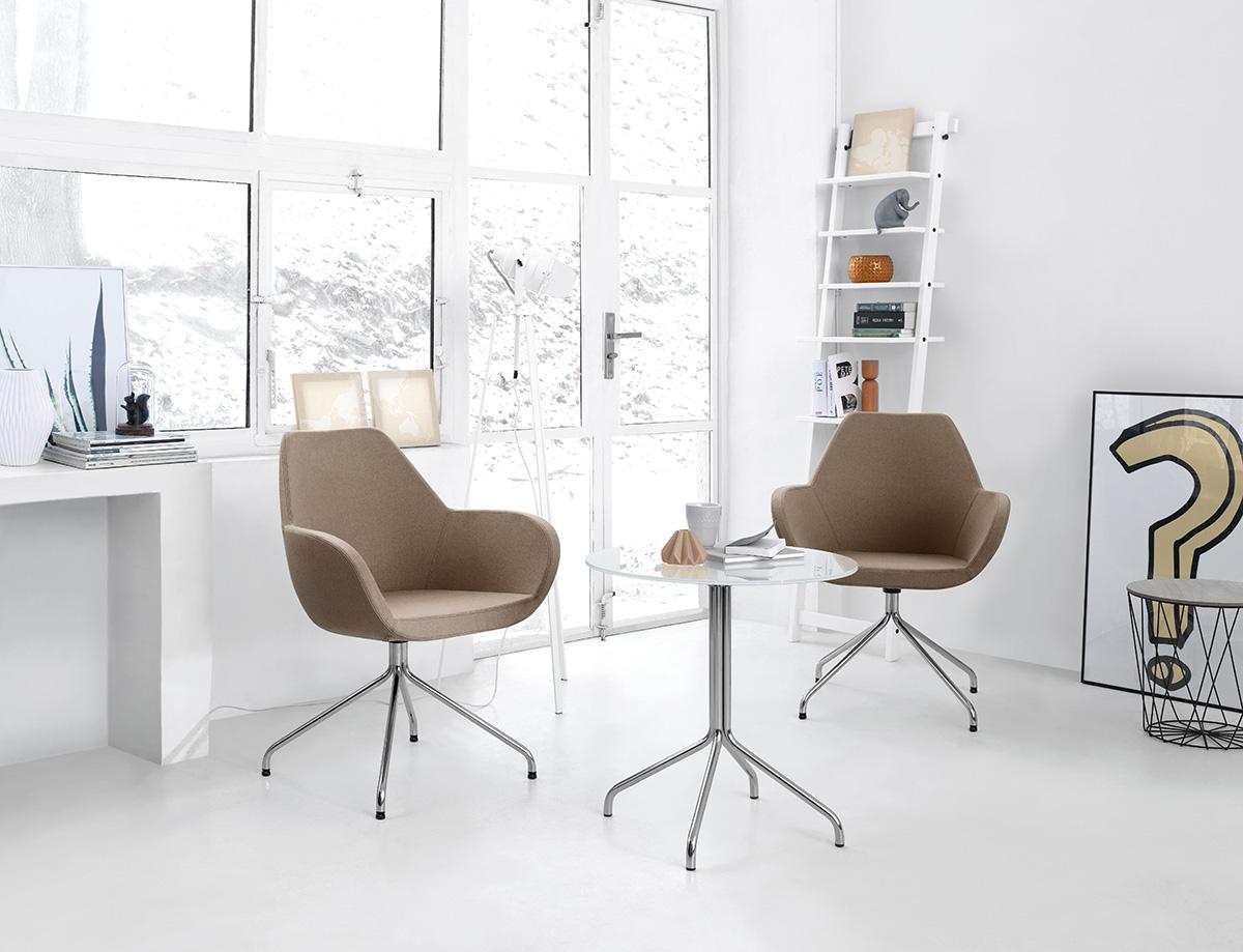 Krzesła biurowe i stolik