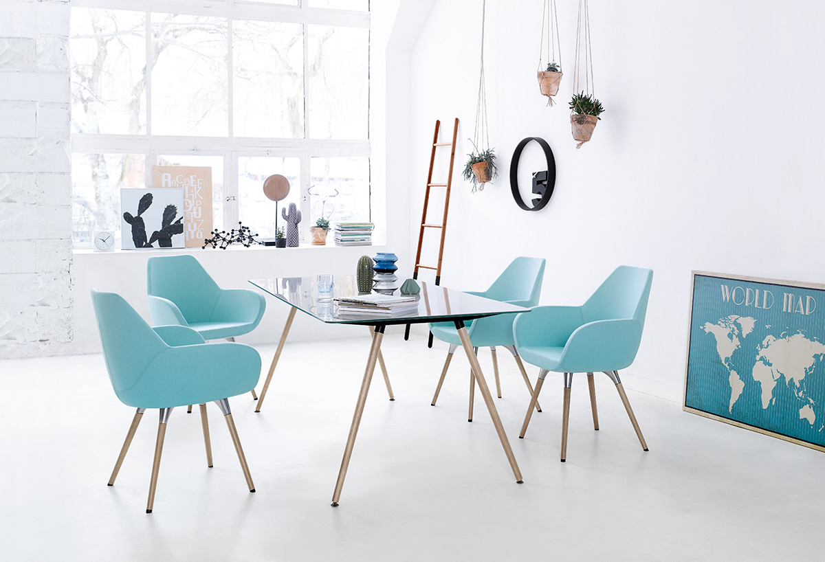 Stół i krzesła do biura projektowego